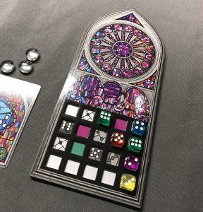 Das Spielertableau von Sagrada mit variablem Einschub