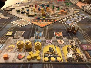 Spielplan und Spielertableau von Merlin bei Queen Games